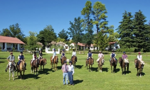 Volunteer Horse-Riding Guides